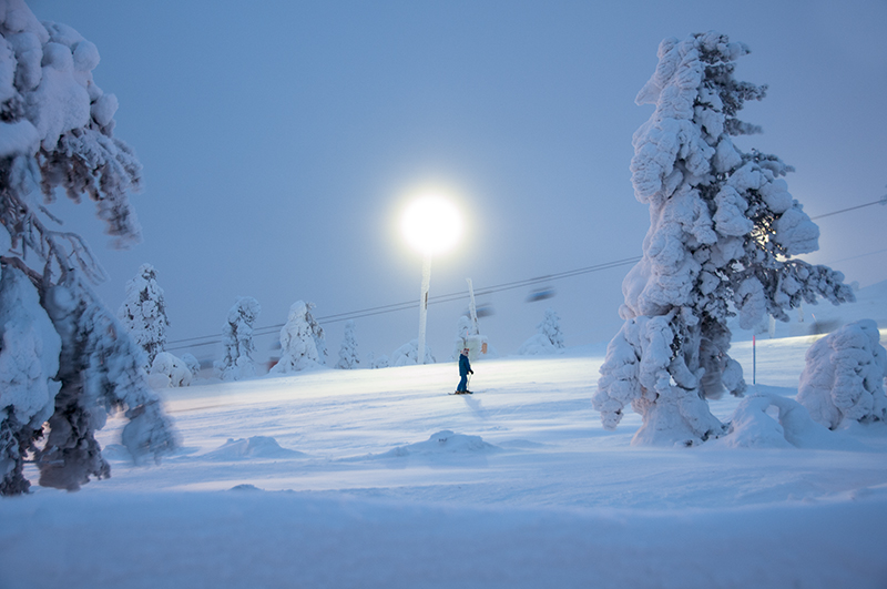 Pro 150W LED industrials luminaires light up the slopes